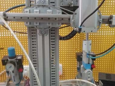 Pnematic robot arm with colour distinction and packer.