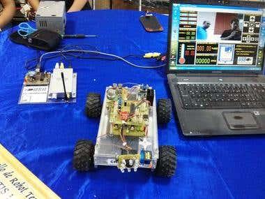 Desarrollo de un robot a control remoto.