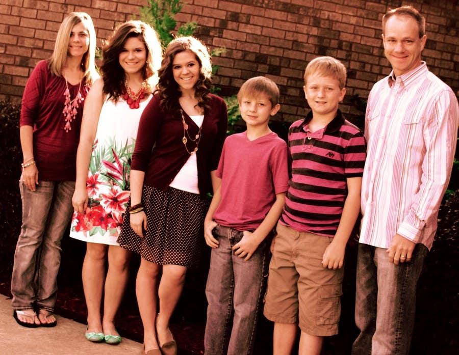 Konkurrenceindlæg #50 for Family Photo Enhancement